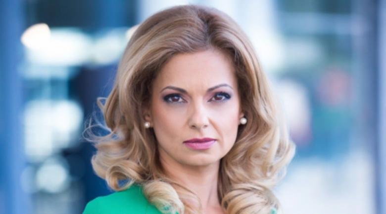 Скандал в БНТ! Излъгаха топ водещата Аделина Радева