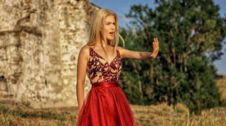 Новоизгряла певица разкри връзката между петък 13-и и COVID-19
