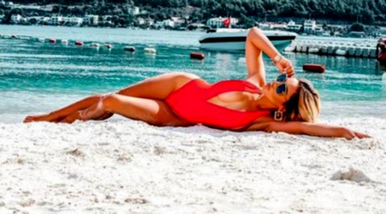 Нора Недкова удължи лятото си сред 7-звезден лукс
