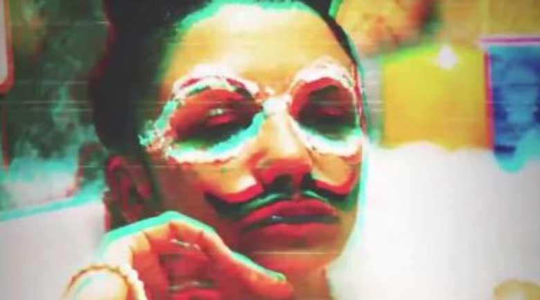 Красивата Диляна Попова извади хайдушки мустак