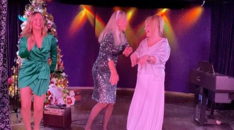 Алла Пугачова посрещна Нова година в танци с приятелки