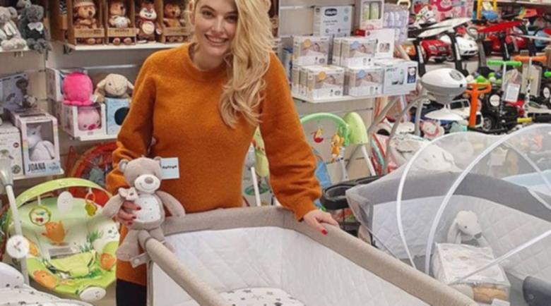 Ева Веселинова роди момче и момиче