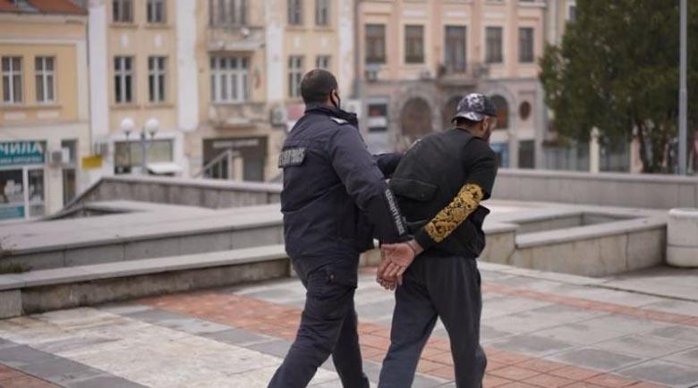Арестуваният крадец на такси е рапърът Гарджока