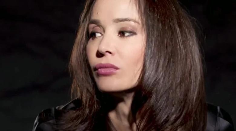 Ирина Флорин пее за влюбените онлайн
