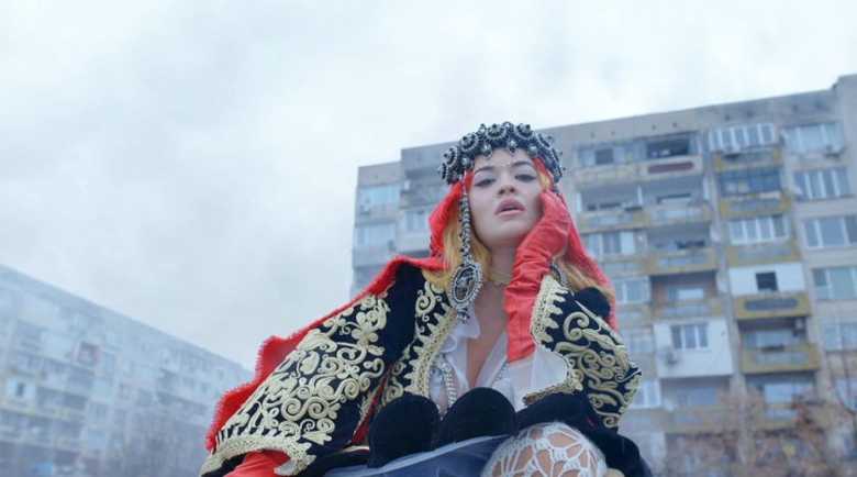 Страшен хейт по Рита Ора заради клипа й, заснет в България
