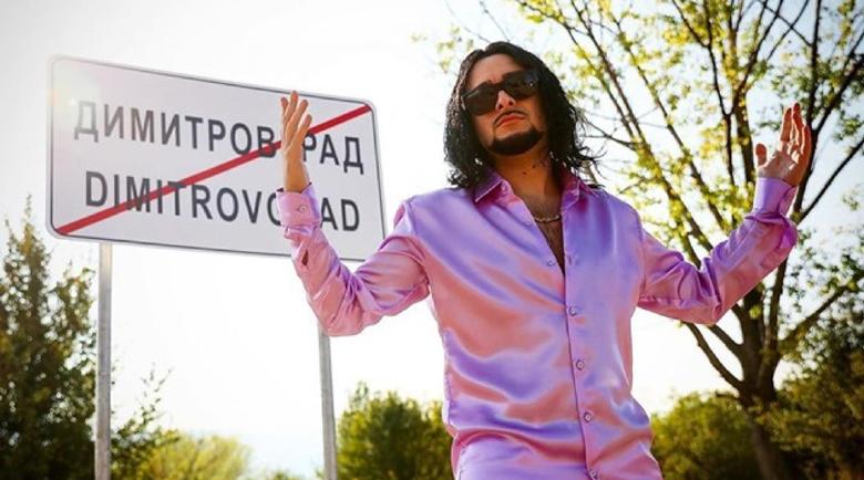 Криско вади нов кючек, отива с него на Евровизия