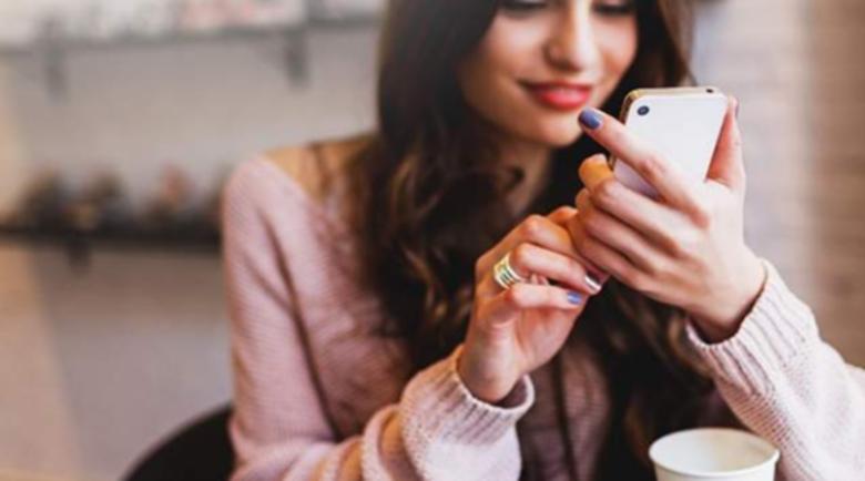 Ако непрестанно се взираме в телефона си, заразяваме и околните