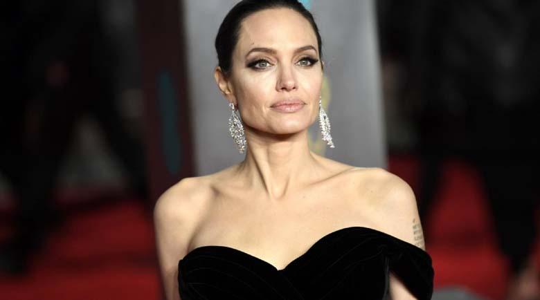 Анджелина Джоли залюби диджей