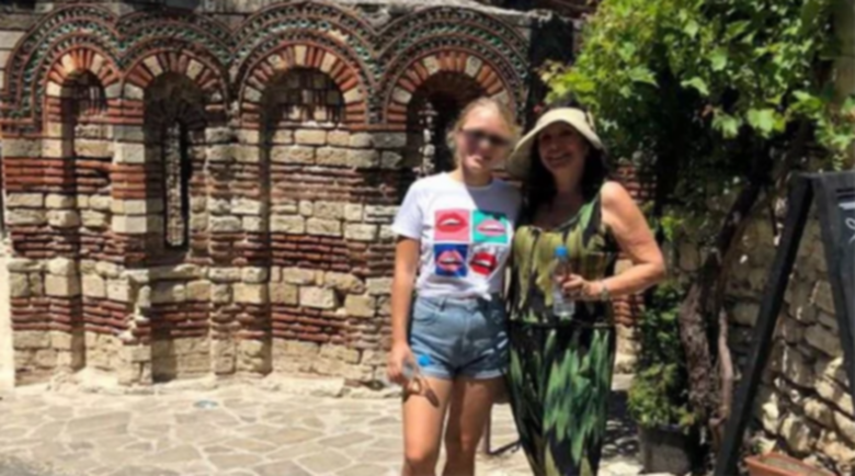 Осиновената дъщеря на Кичка Бодурова се дипломира