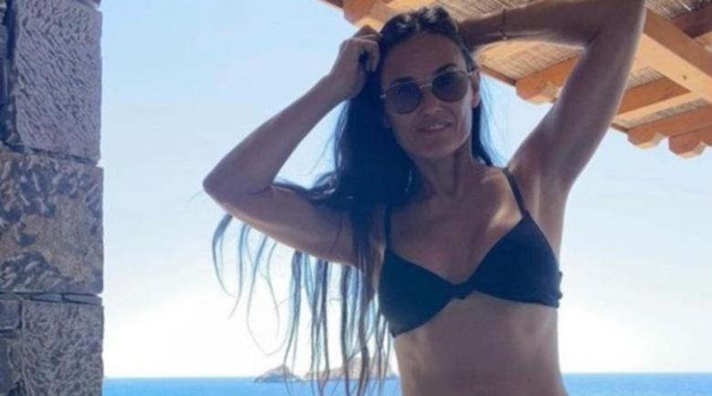 Деми Мур разтоварва в Гърция