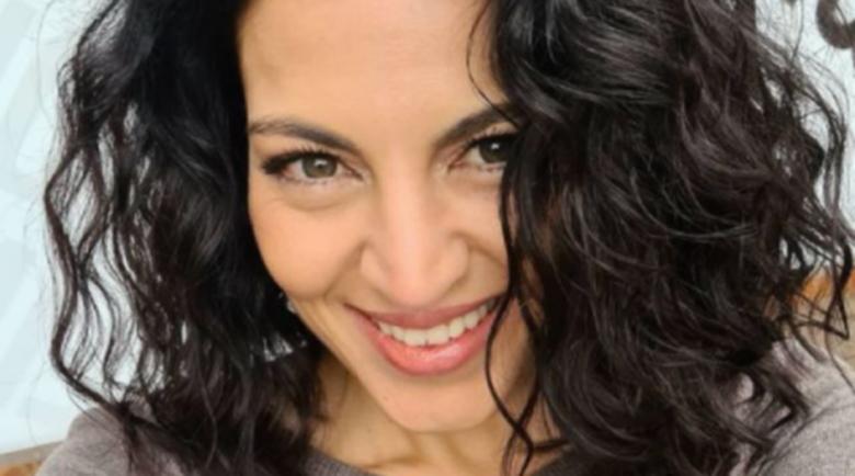 Деси Стоянова се пусна без грим от плажа