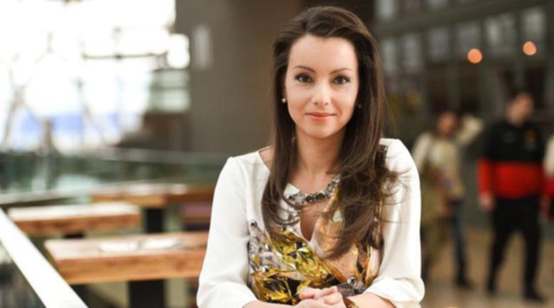 Диана Любенова бута Галя Щърбева към стола на Александра