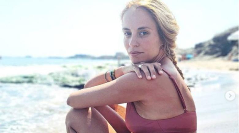 Радина Кърджилова се впусна в луди танци на плажа